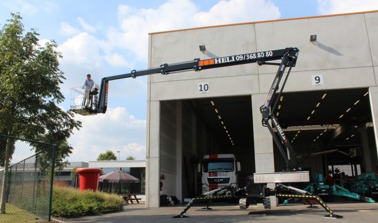 Nieuwe spinhoogwerker op rups in verhuur: 2500 RXJ van Omme Lift
